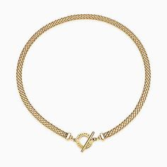 Tiffany Somerset™ toggle necklace in 18k gold.