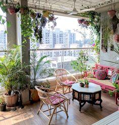 Ein Garten mit Balkon in Mumbai: Terrace Reveal - Balkon & Terrassengestaltung Small Balcony Garden, Small Balcony Decor, Small Terrace, Garden Spaces, Balcony Gardening, Balcony Ideas, Patio Ideas, Small Patio, Plants On Balcony