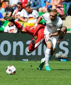 #EURO2016 Poland's defender Kamil Glik runs with the ball during the Euro 2016 round of sixteen football match Switzerland vs Poland on June 25 2016 at the...