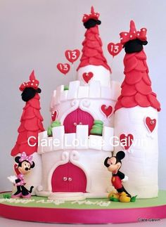 disney castle cake with Minnie & Mickey Mouse - red, white, hearts, love Minni Mouse Cake, Bolo Do Mickey Mouse, Bolo Minnie, Minnie Cake, Disney Castle Cake, Disney Cakes, Fancy Cakes, Cute Cakes, Awesome Cakes