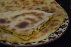 Salam Alikoum, J'ai découverts une recette de galette farcie bien sympa et super bonne surtout, idéale pour le ramadan pour accompagner une chorba. La pâte est très fine et légère, je l'ai déniché sur le site de Nadia et Rachida, je vous copie la recette,... Ramadan, Yummy Food, Delicious Recipes, Buffet, Food And Drink, Pains, Quiches, Breakfast, Ethnic Recipes
