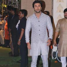 Alia Bhat And Ranbir Kapoor Makes A Loved Up Appearance For Ganesh Darshan At Ambani House - HungryBoo Wedding Dresses Men Indian, Wedding Dress Men, Bollywood Actors, Bollywood Celebrities, Mukesh Ambani House, Idli Recipe, Blue Suit Men, Rishi Kapoor