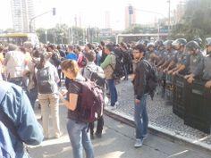 Ato Anti-Copa em São Paulo tem confronto entre manifestantes e Polícia Militar. Foto: Coletivo Mariachi