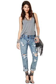 Bag it up in these baggy jeans from One Teaspoon!  They have a classic five-pocket design, front shredding detail, and low hipster silhouette.