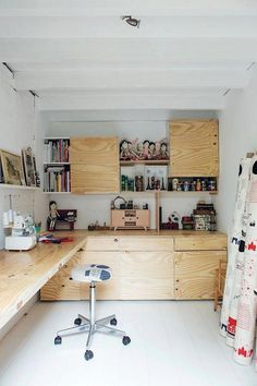 good reads: maker spaces Maker Space / Home design studio / Sewing room / Raw, unpainted plywood desk and built-ins Workshop Studio, Home Workshop, Basement Workshop, Basement Studio, Garage Studio, Home Design, Design Design, Plywood Desk, Plywood Cabinets