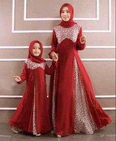 42 images of Beautiful Hijab Girls With Their Cute Kids… Abaya Fashion, Modest Fashion, Girl Fashion, Fashion Outfits, Abaya Style, Beautiful Hijab Girl, Moslem Fashion, Mother Daughter Fashion, Dress Anak