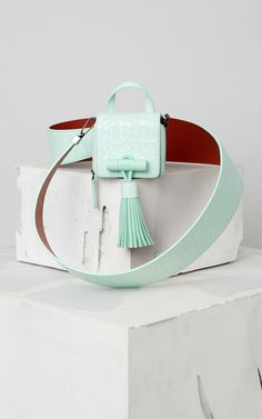Handbags for Women & Small leather goods Mint Bag, Leather Bag Pattern, Back Bag, Leather Bags Handmade, Kids Bags, Chanel, Luxury Bags, Small Bags, Fashion Bags
