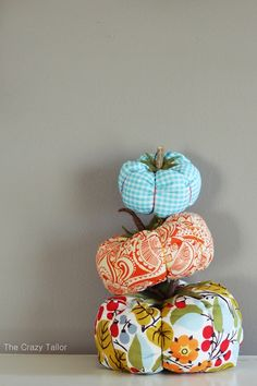 Fabric Pumpkin Tutorial - My Crafts Diy Pumpkin, Pumpkin Crafts, Fall Crafts, Halloween Crafts, Holiday Crafts, Holiday Ideas, Creeper Minecraft, Fabric Crafts, Sewing Crafts