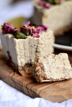Nernik cytrynowy / Lemon and dates cashews cheezcake Sweet Recipes, Cake Recipes, Healthy Bars, Sweets Cake, Wonderful Recipe, Sweet Tooth, Cheesecake, Deserts, Food And Drink