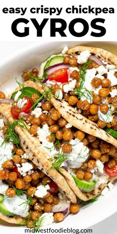 These chickpea gyros are a quick vegetarian dinner that takes just 10 minutes to cook on your stove top and only a few minutes to prep.That means you can walk in the door and be sitting at the table e Quick Vegetarian Dinner, Tasty Vegetarian Recipes, Vegetarian Recipes Dinner, Vegan Dinners, Healthy Recipes, Veggie Meals, Healthy Vegetarian Meals, Dinner Ideas Healthy, Easy Dinners