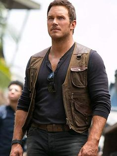 Adore the look of handsome Owen Grady for a casual look by wearing the Jurassic World Fallen Kingdom Chris Pratt Leather Vest, place the order now! Jurassic World Chris Pratt, Jurassic World Fallen Kingdom, Jurassic Park World, Easy Diy Costumes, Cool Halloween Costumes, Costume Ideas, Matthew Daddario, Flynn Rider, Richard Madden
