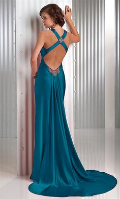 Mmm.. love the back of this dress