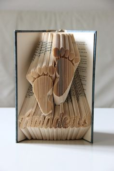 Ein besonderes Geschenk für Eltern und Großeltern: Gefaltetes Buch mit Wunschnamen und Motiv / gift idea for parents: book as home decor with folded pages made by KlausUndSo via DaWanda.com