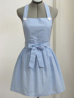 Dorothy from the Wizard of Oz Apron Great by AquamarsBoutique Dress Up Costumes, Cute Costumes, Halloween Dress, Halloween Kostüm, Dorothy Wizard Of Oz, Dorothy Oz, Baking Apron, Apron Designs, Cute Aprons