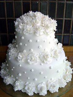 Reminds me of a chenille french dot coverlet - - Torten - Hochzeitstorte Amazing Wedding Cakes, White Wedding Cakes, Elegant Wedding Cakes, Wedding Cake Designs, Fondant Wedding Cakes, Amazing Cakes, Gorgeous Cakes, Pretty Cakes, Bridal Shower Cakes