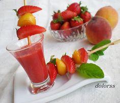 Blog de cuina de la dolorss: Brocheta de fresa y melocotón con salsa de Oporto