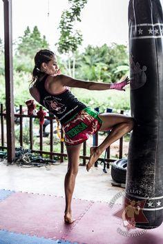 WMC Women's Muay Thai Champion Teresa Wintermyr discusses muay thai, training in Thailand and her recent victory over Sunanta Rawai Muay Thai at 118 lbs. Martial Arts Styles, Martial Arts Women, Mixed Martial Arts, Karate, Muay Thai Training, Jiu Jitsu, Muay Thai Martial Arts, Sport Studio, Champion