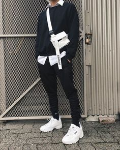 32 Ideas for sweatshirt street style women Korean Fashion Men, Korean Street Fashion, Fashion Mode, Aesthetic Fashion, Aesthetic Clothes, Fashion 2020, Urban Fashion, Korean Men Style, Urban Street Style Fashion