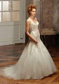 Edles Couture Kleid im Meerjungfrauen-Stil in  den Farben Elfenbein und Silber - von Diane Legrand