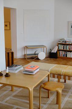 Kylässä Johanna Gullichsenin kotona - Musla Deco Furniture, Home Furniture, Furniture Design, Minimal House Design, Interior Architecture, Interior Design, Wabi Sabi, Scandinavian Style, Decoration