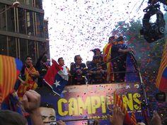 FC Barcelona - Campeones de la Liga 2012-13 - Rua de Campeones por Barcelona. Con Alexis, Abidal y Bartra