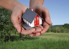 Bei der Energiewende nimmt die Energieeffizienz im Gebäudebereich eine wichtige Schlüsselrolle ein. Fest steht: Die klimafreundlichste Energie ist die, die gar nicht erst verbraucht wird. Deshalb ist der bauliche Wärmeschutz von Altbauten so wichtig.  Energiewende, Wärmewende, Sanieren, Renovieren, Altbau, Dach, Dämmung, EnEV, Fördermittel, Wärmedämmung, PU, Polyurethan, Dämmstoff, Dachsanierung, IVPU, PUonline