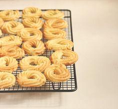 Galletas de mantequilla danesas. Las galletas de mantequilla danesas son unas galletas hechas sin levadura, se realizan solo con mantequilla, azucar, harina