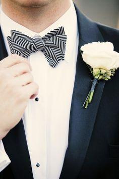 A estampa chevron pode ser aplicada até nos acessórios!  Com desenho inspirado na marca italiana Missoni, o homem ganha um visual totalmente contemporâneo.  Afinal, a gravata borboleta nunca sai de moda e é sempre uma escolha de puro estilo. www.facebook.com/blacktienoivas