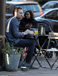 British ' The Night Manager ' Actor Tom Hiddleston Having Breakfast In London