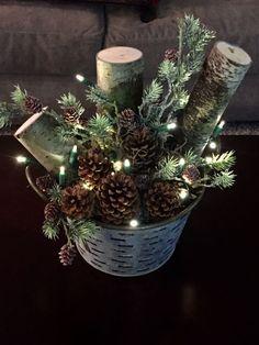 rustic christmas Broad-minded Porch i - weihnachten Christmas Planters, Christmas Arrangements, Farmhouse Christmas Decor, Primitive Christmas, Outdoor Christmas Decorations, Christmas Wreaths, Fall Decorations, Fall Wreaths, Christmas Porch Ideas