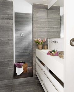 łazienka w szarym kamieniu - Lovingit.pl