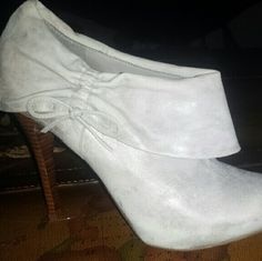 Guess Booties Grey booties by Guess, only worn once. They go with just about everything and are super comfy! Perfect condition! Guess Shoes Ankle Boots & Booties