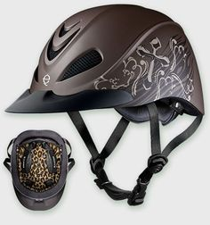 This is a perfect helmet to show your competitive edge. Available in Cross with Cheetah Headliner.