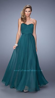 Shop La Femme evening gowns and prom dresses at Simply Dresses. Designer prom gowns, celebrity dresses, graduation and homecoming party dresses. Short Semi Formal Dresses, Green Formal Dresses, Formal Gowns, Gorgeous Prom Dresses, Beautiful Gowns, Pretty Dresses, Senior Prom Dresses, Bridesmaid Dress Styles, Green Bridesmaids