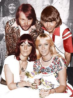 ABBA's succes in Australia started in the summer of 1975. In March 1976 ABBA paid a 10 day visit to Australia. Their current single was Fernando and that would become their biggest hit in Australia: number 1 for 14 weeks. This picture were taken during a pressconference at the Sydney Hilton Hotel. In the background a giant album sleeve of their current album of that time: The Best Of ABBA, released shortly before Christmas 1975