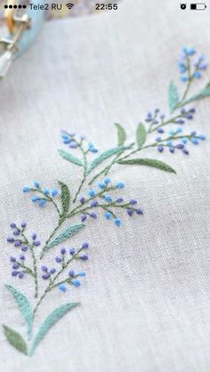 Wonderful Ribbon Embroidery Flowers by Hand Ideas. Enchanting Ribbon Embroidery Flowers by Hand Ideas. Embroidery Leaf, Embroidery Flowers Pattern, Simple Embroidery, Hand Embroidery Stitches, Silk Ribbon Embroidery, Learn Embroidery, Hand Embroidery Designs, Vintage Embroidery, Embroidery Techniques