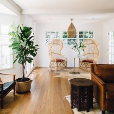 This Alicia Lund Home Remodel provides an awesome fresh air look.  Click on pin and read about it.
