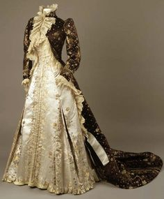 1890-1895 Tea Gown by Worth. Via The Royal Ontario Museum.