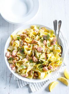 Pappardelle with Salmon and Shiitake Mushrooms Risotto Recipes, Pasta Recipes, Lemon Spaghetti, Shiitake, Ricardo Recipe, Salmon Pasta, Baked Fish, Bean Casserole, Mushroom Recipes