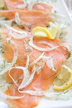 Insalata di finocchi e salmone affumicato - Fennel and smoked salmon serving of mixed greens Appetizer Recipes, Salad Recipes, Smoked Salmon Salad, Cooking Recipes, Healthy Recipes, Appetisers, Fish Dishes, Light Recipes, Ricotta