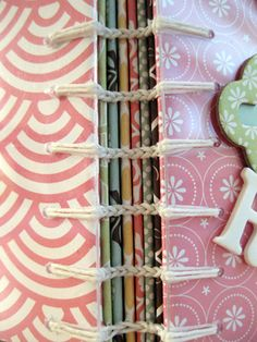 ENCADERNAÇÃO  Link Stitch book binding (how-to at the bottom of page) http://americancrafts.typepad.com/studio/2010/01/book-reviews-book-by-paige.html #bookbinding #tutorial