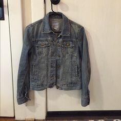 Jean Jacket Old Navy Jean Jacket. Great condition! Old Navy Jackets & Coats Jean Jackets