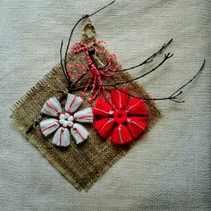 мартеница пано Baba Marta, 8 Martie, Fringes, Red And White, Diy And Crafts, Projects To Try, Cross Stitch, Christmas Decorations, Reusable Tote Bags