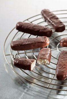 Bountys Végétaliens / Vegan Coconut Chocolate Bars by Attila Hildmann - German Vegan Cookbook Author