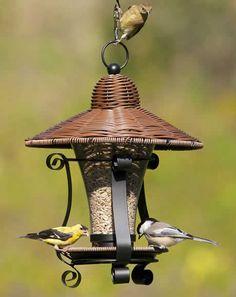 Wicker lantern feeder