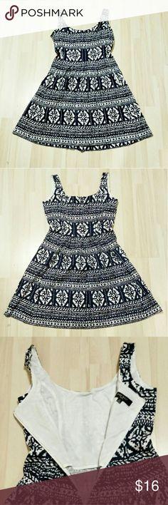 Nine West patterned dress Strappy zip up dress from Nine West. Nine West Dresses