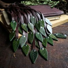 Leather Leaf, Thick Leather, Leather And Lace, Diy Leather Flowers, Travelers Notebook, Diy Leather Projects, Leather Crafting, Leather Diy Crafts, Leather Scraps