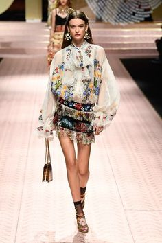 Dolce & Gabbana Spring 2019 Ready-to-Wear Collection - Vogue Haute Couture Style, Couture Mode, Couture Fashion, Runway Fashion, Boho Fashion, High Fashion, Fashion Looks, Fashion Outfits, Womens Fashion