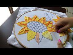 ESTA PUNTADA ME LA PIDIERON DESDE HACE TIEMPO , AMIGA ESPERO QUE TE GUSTE ...ES MUY SENCILLA PARA TU COMIENZO EN EL BORDADO _AQUI LES DEJO EL ENLACE A LA PAG... Hand Embroidery Flowers, Hand Embroidery Tutorial, Embroidery Works, Embroidery Hoop Art, Hand Embroidery Designs, Embroidery Stitches, Embroidery Patterns, Swedish Embroidery, Cross Stitching