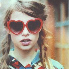 Las gafas de sol a veces te ayudan a expresar tus sentimientos sin decir una sola palabra.  #sunoptica #gafas #sunglasses #gafasdesol #moda #tendencias #fashion #gafasmolonas #verano #summer #vacaciones #beach #playa